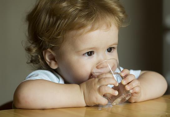 7 dấu hiệu cho thấy trẻ bị mất nước, điều trị mất nước thế nào?